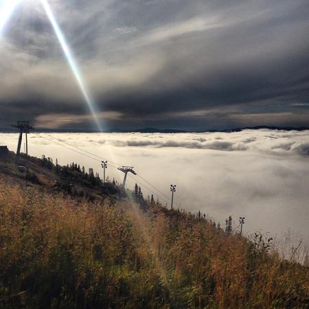 Ovan molnen på Åreskutan - Bilder från Åre - Årebilder - fotograf i Åre
